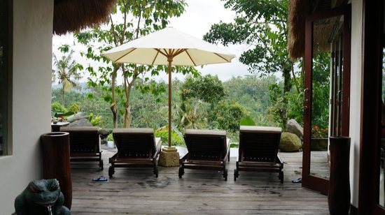 Dara Ayu Villas & Spa : sunbeds and private pool