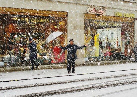 Christmas outside Davidoff of London