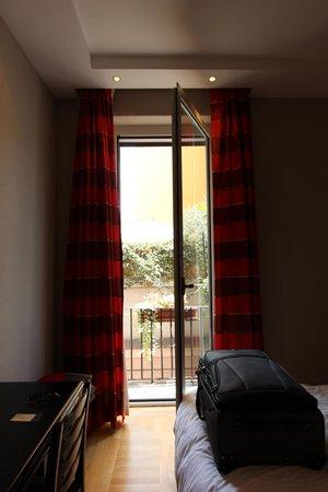 Hotel Alpi: Porte sur le balcon