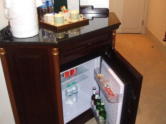 Evergreen Laurel Hotel: 冷蔵庫はこんな感じ