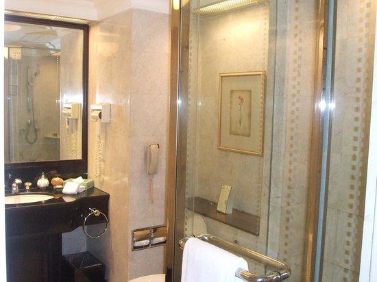 Evergreen Laurel Hotel: バスルームはこんな感じ