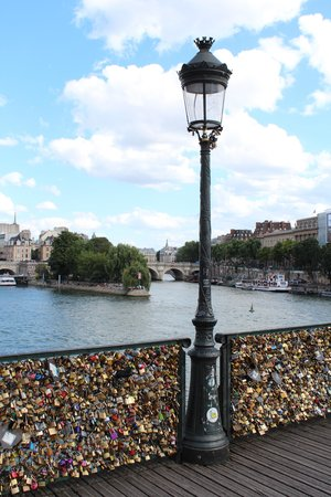 Hotel Beaubourg : Lover's Bridge Pont des Arts