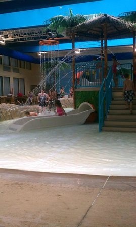 Quality Inn & Suites Palm Island Indoor Waterpark: Kids playing!