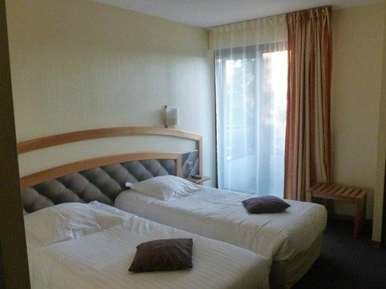 Best Western Hôtel Relais de Laguiole : Chambres à 2 lits, assez spacieuse