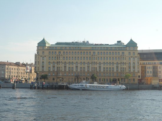 Courtyard by Marriott St. Petersburg Vasilievsky : Vu de la Neva en bateau