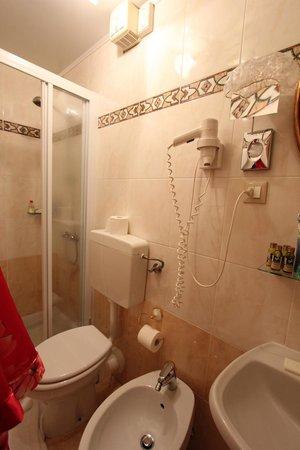 Hotel Locanda Fiorita : Salle de bain