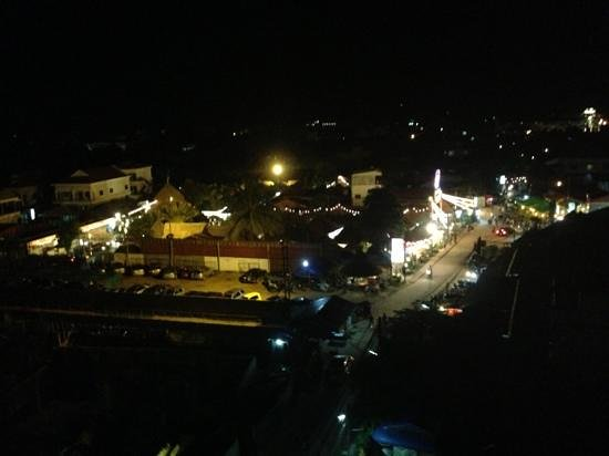 Cheathata Angkor Hotel: Top Roof view night market
