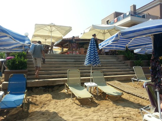 SunCity Hotel Studios: Beach bar at the back of Golden Bay