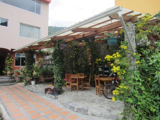 Napolitano Apart & Hotel: Cute courtyard