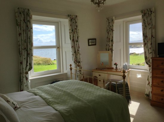 The Old Excise House: Airy light bedroom