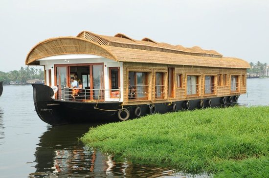 Sarangi House Boats Alappuzha: sarangi full view