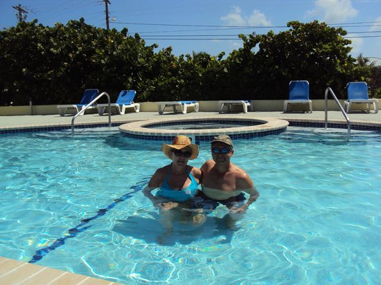 Wyndham Reef Resort : Pool was 87!