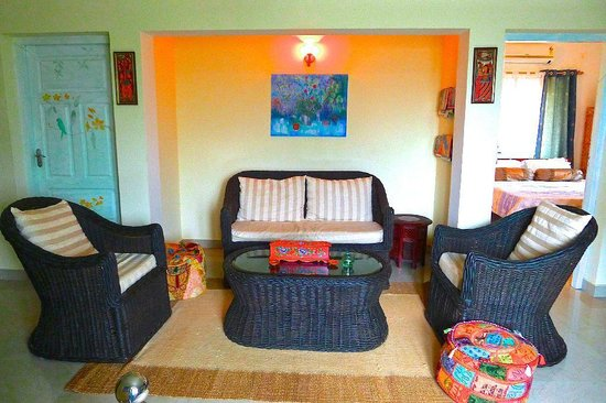 Bella Art & Meditation House: Living area