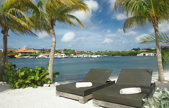 La Maya Beach Luxury Apartments: Relax on our comfortable beachchairs