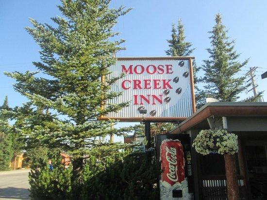Moose Creek Inn: Front