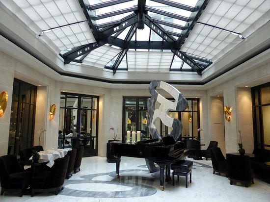 Le patio picture of hotel le burgundy paris tripadvisor for Design hotel a paris