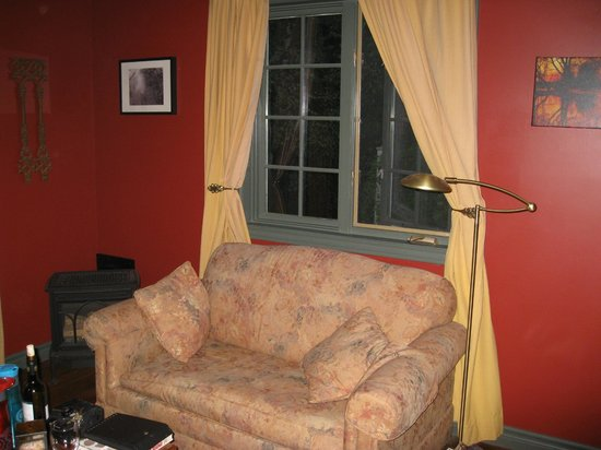 Applewood Hollow Bed and Breakfast: Main sitting area