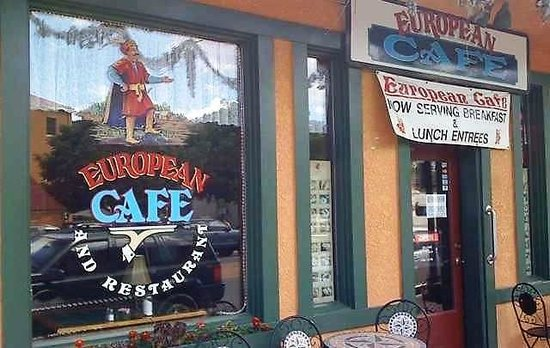 European Cafe: Front of Cafe- we sat to the right of the door
