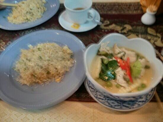 Moon Smile & Platoo: Thai green curry and egg fried rice