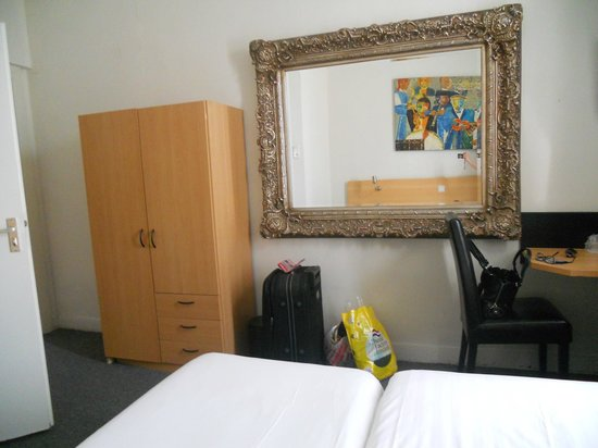 Quentin England Hotel: Twin room on 3th floor