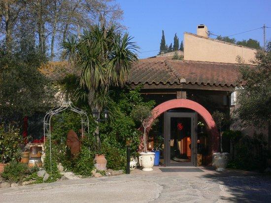 Auberge Du Vieux Puits: entrée du restaurant