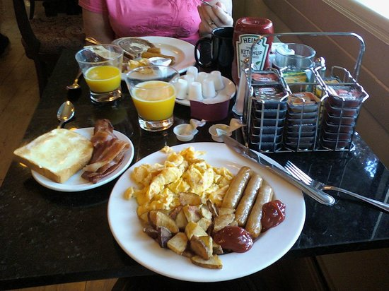 The Plaza Hotel: Complimentary Breakfast