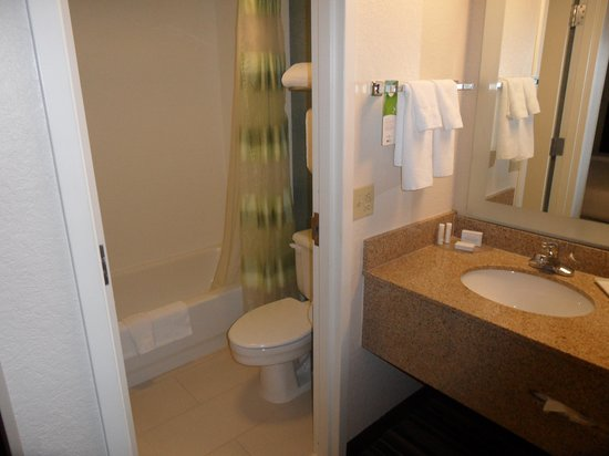 SpringHill Suites Houston Hobby Airport: Baño