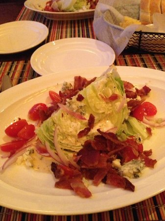 Harry's Restaurant : wedge salad