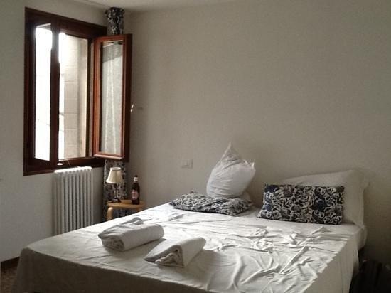 Silk Road Hostel: double bedroom