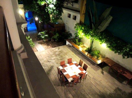 Le Dupleix: Courtyard