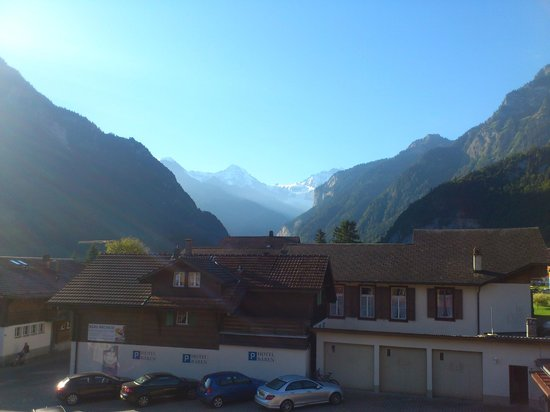 Hotel Baeren: View of Mönch and Jungfrau at end of valley