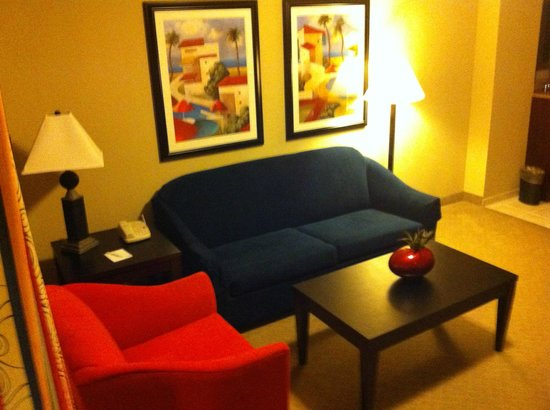 Embassy Suites by Hilton Fort Myers - Estero: Front sitting room