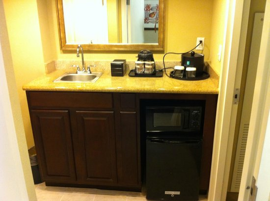 Embassy Suites by Hilton Fort Myers - Estero: Kitchette