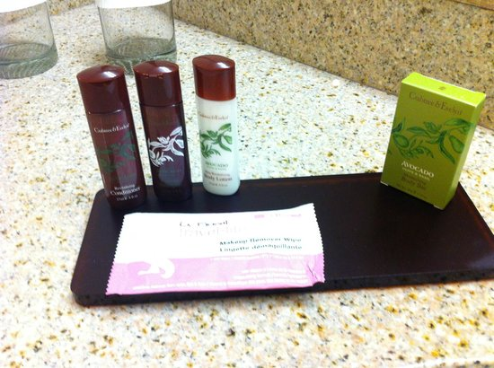 Embassy Suites by Hilton Fort Myers - Estero: Bathroom amenities