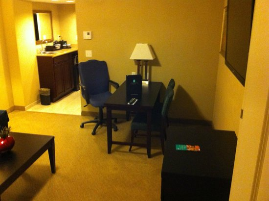 Embassy Suites by Hilton Fort Myers - Estero: Living Room/Sitting Room/Office area