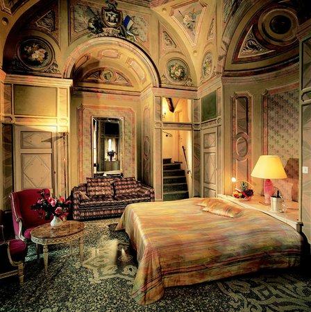 Zimmer im schlossturm bild von romantik hotel castello for Romantik hotel