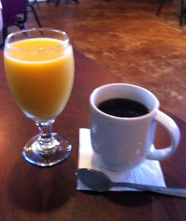 Tommy Mattonie's Coastal Cafe: Coffee and juice are excellent!