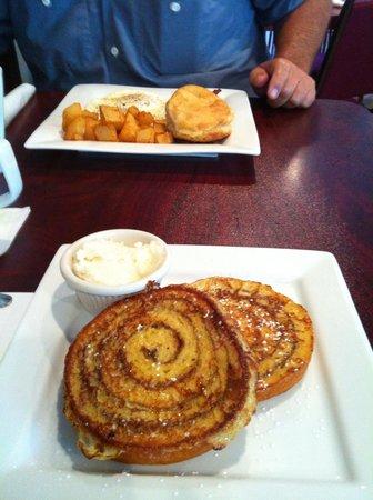 Tommy Mattonie's Coastal Cafe: Cinnamon Swirl French Toast