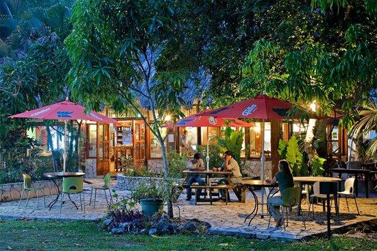 Hotel Jaguar Inn Tikal Outside Restaurant Area
