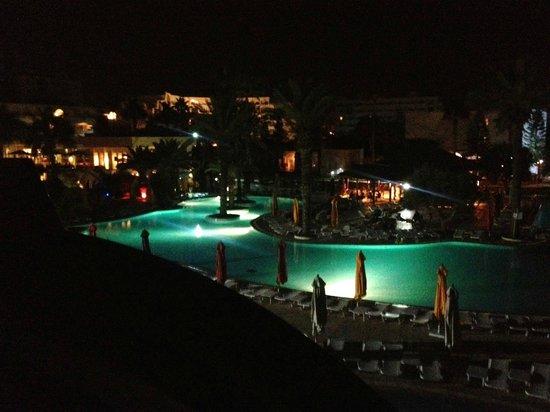 Thalassa Sousse Resort & Aquapark: bigger pool at night