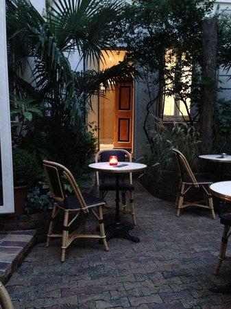Hôtel Saint-Paul Le Marais : Hotel garden sitting area