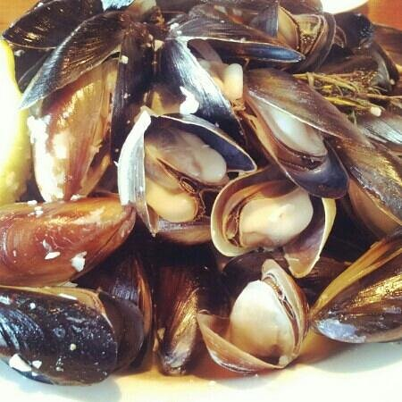 Front Street Grill: Great white wine mussels