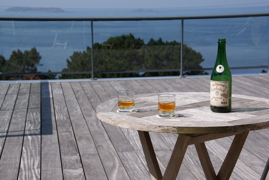 Les Costans : Terrace and a bottle of breton cider