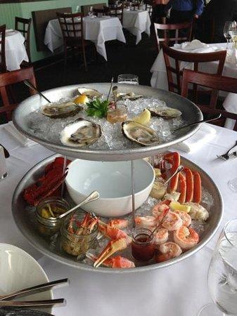 The Bay House: Seafood Plateau - Awesome!