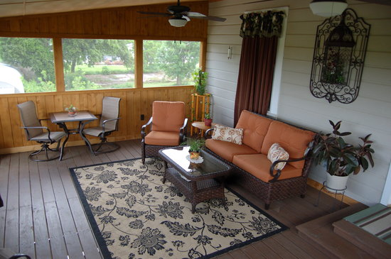 Patty's Place: Porch overlooking River