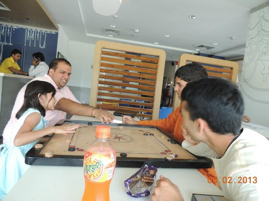 Formule1 Greater Noida Hotel: Carrom Board for TP !