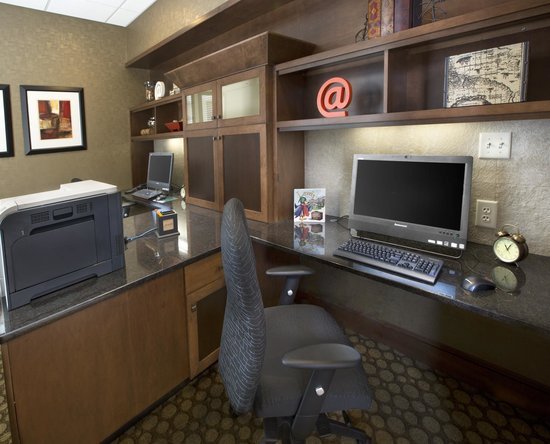 Homewood Suites by Hilton Newport Middletown: Business Center