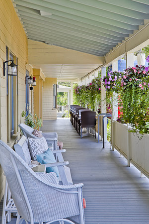 The Colonial Inn: Porch