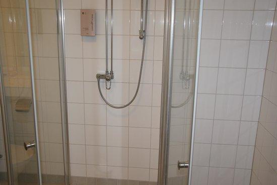Hotel Tornet: Shower