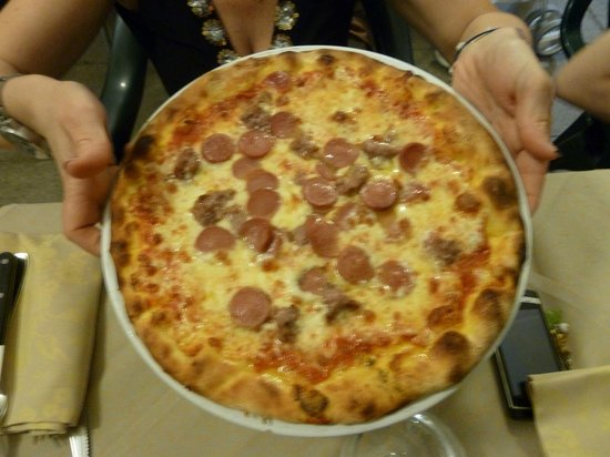 Circolo Arci Puppino: pizza con wurstel